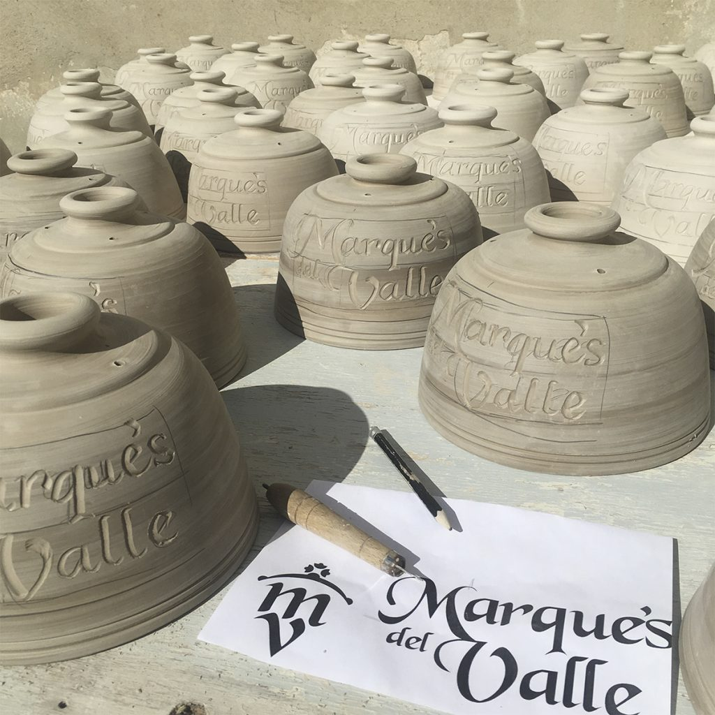 Making crafty handmade pots customized with logo Marques Del Valle Cheese Los Pedroches by Master Artisan Torres Ferreras